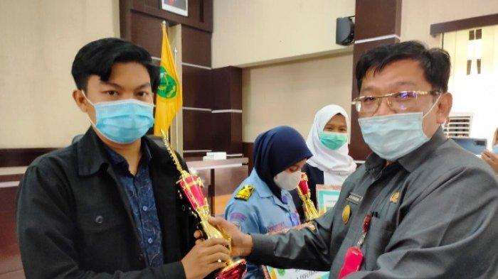 Pjs Bupati Berau M Ramadhan Serahkan Hadiah Lomba Hari Ikan