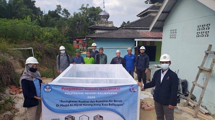 Program PKM Poltekba Bantu Peningkatan Air Bersih di Masjid Al-Hijrah Karang Joang, Balikpapan