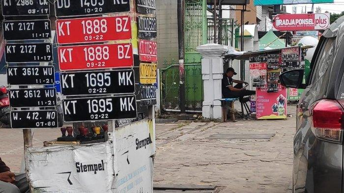Penjual Plat Nomor Menjamur di Pinggir Jalan Samarinda, Segini Harganya, Rawan Disalahgunakan