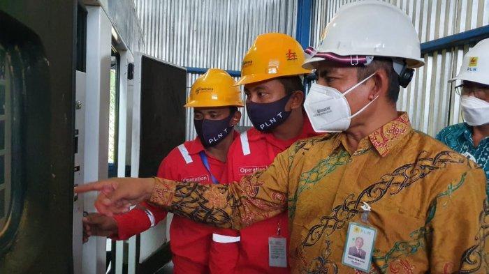 Pengoperasian listrik selama 24 jam diresmikan oleh perwakilan tokoh masyarakat yang juga anggota DPR RI Deddy Yevri H Sitorus bersama General Manager PLN UIW Kaltimra Saleh Siswanto pada Rabu (24/02).