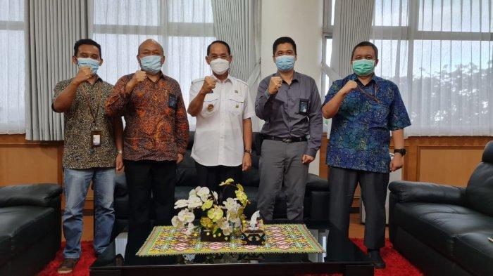 Jajaran PLN Unit Induk Pembangunan Kalimantan Bagian Timur  (PLN UIP Kalbagtim) saat bertemu dengan Wakil Walikota Samarinda Rusmadi Wongso.