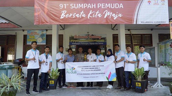 Serahkan Puluhan Pot dan Tanaman ke Kelurahan PLN UPDK Balikpapan Hijaukan Kariangau