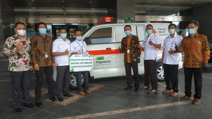PT Pegadaian (Persero) Wilayah Kalimantan memberikan bantuan mobil ambulance kepada Palang Merah Indonesia (PMI) Kota Balikpapan dan RSUD Abdul Wahab Sjahranie Samarinda.