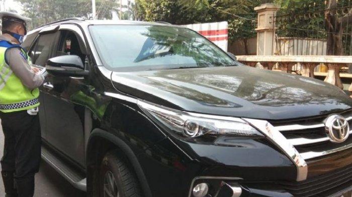 Heboh Mobil Fortuner Ugal-ugalan di Jalur Puncak Bogor, Pengendara Pernah Tinggal di Rumah Mewah