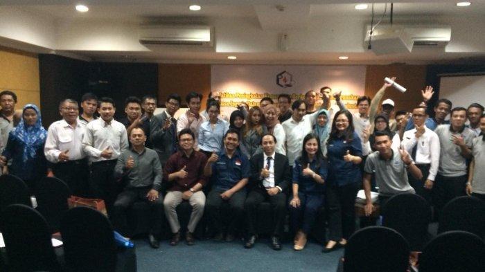 Dosen Politeknik Negeri Balikpapan Beri Pelatihan Bahasa Inggris Karyawan Hotel