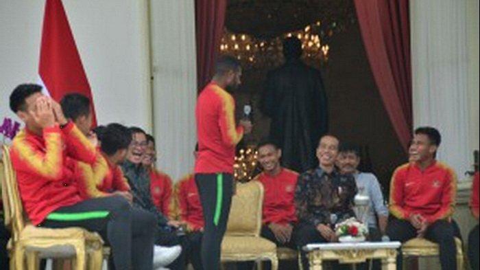 Singgung Sarmi, Permintaan Marinus Wanewar Buat Presiden Jokowi Tertawa, Rekannya Sampai Tutup Wajah
