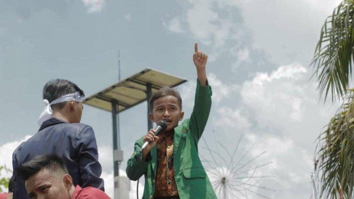 TRIBUN WIKI Mengenal Zaenal Mustofa, Presiden Mahasiswa IAIN Samarinda yang Bertubuh Mungil