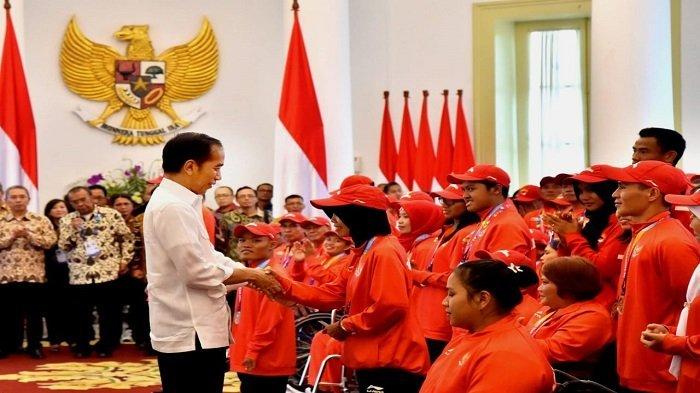 Jokowi Serahkan Langsung  Bonus Atlet Asian Para Games 2018 di Istana Bogor