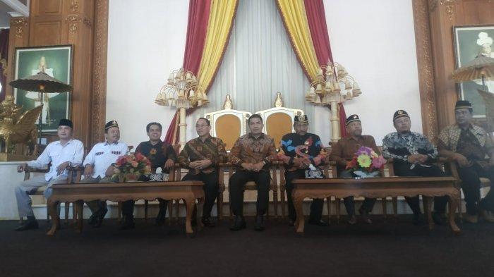 Bakal Calon Pilkada, Andi Harun-Rusmadi ke Kedaton Kesultanan Kutai Kartanegara Ing Martadipura