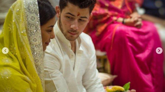 Posting Foto yang Sama di Instagram, Kata-kata Priyanka Chopra dan Nick Jonas Romantis Banget. . .