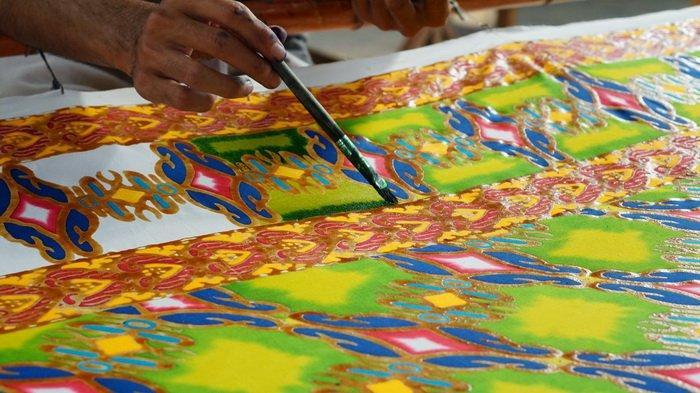 Jalan-jalan ke Balikpapan tak Cuma ke Pantai, Yuk Belajar Seni Membatik di Perajin Batik Shaho