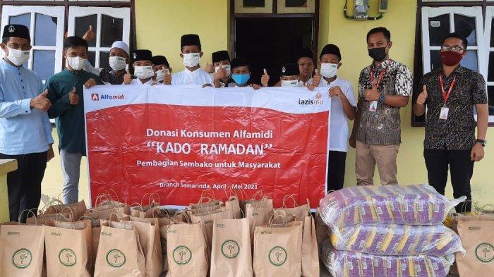 Alfamidi Salurkan 12.175 Paket Sembako Kado Ramadhan dari Donasi Konsumen ke 15 Provinsi
