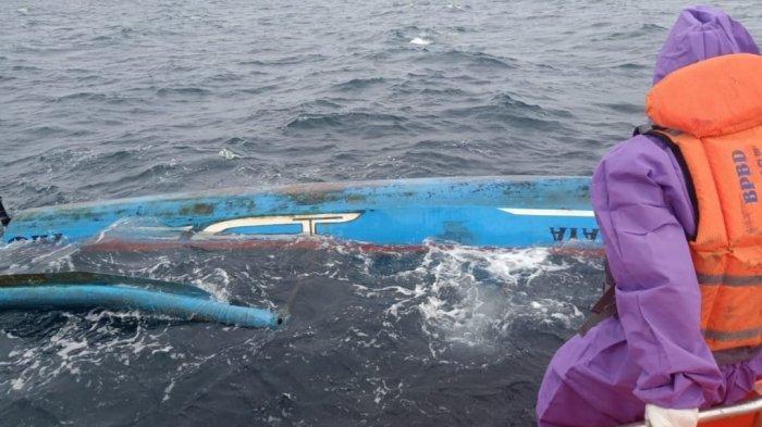 Diterjang Gelombang Tinggi, Perahu Pemancing Terbalik, 4 Penumpang Terombang-ambing di Laut