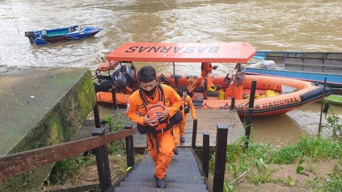 Proses pencarian bocah hilang di Sungai Sekatak.