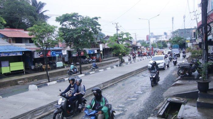 Pejabatnya Kena OTT KPK, Proyek Peningkatan Jalan Menuju Bandara APT Pranoto Samarinda Bikin Macet