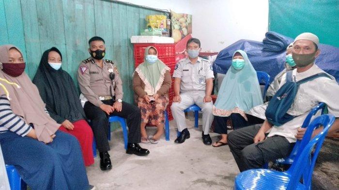 PT Jasa Raharja Cabang Kalimantan Timur dan Utara (Kaltimra) menyerahkan santunan kepada keluarga korban kecelakaan lalu lintas di Balikpapan.
