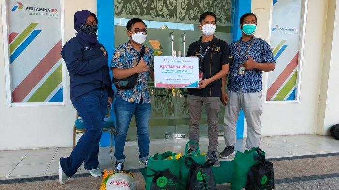 Pertamina EP Field Tarakan Bagi Sembako ke Insan Pers Lewat Program Pertamina Peduli