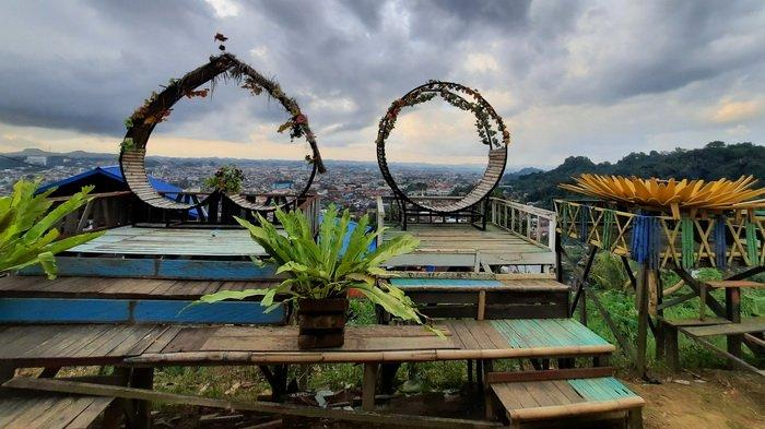 Puncak Baumbem Destinasi Wisata Baru di Samarinda, Bahagianya Foto di Spot Indah Atas Kota Tepian