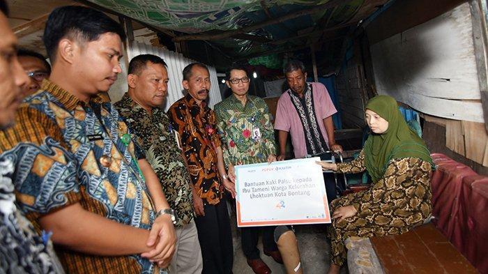 Pupuk Kaltim Salurkan Bantuan Kaki Palsu Untuk Warga Miskin di Bontang