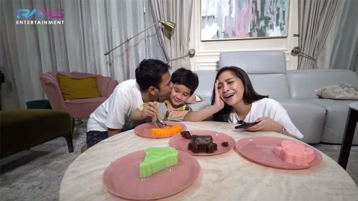 Isi Amplop THR Nagita Slavina buat Keponakan Raffi Ahmad Melongo, Rafathar: Wah Mahal Ya
