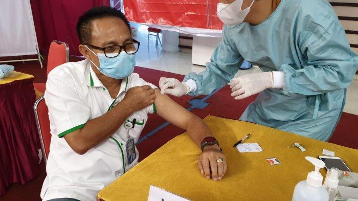 Dukung Program Vaksinasi, Karyawan BPJamsostek Kantor Cabang Balikpapan Ikuti Vaksin Tahap Pertama