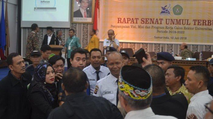 Sempat Ricuh, Penyampaian Visi Misi Bakal Calon Rektor Unmul Dipindah Ruangan