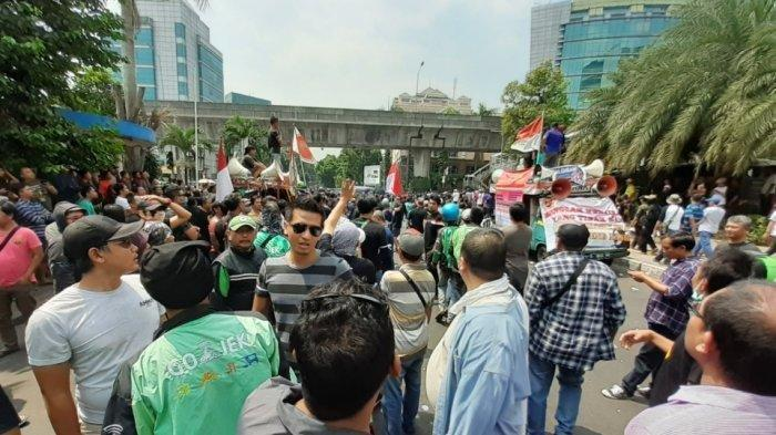 Tak Terima Indonesia Disebut  Negara Miskin,  Driver Gojek Gelar Unjuk Rasa Depan Kedubes Malaysia
