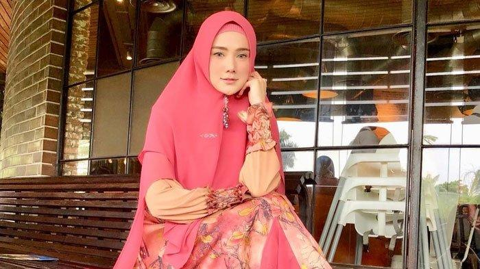 Reaksi Mulan Jameela Didemo Warga Garut Setelah jadi Anggota DPR RI, Spanduk Berisi Sindiran Pelakor