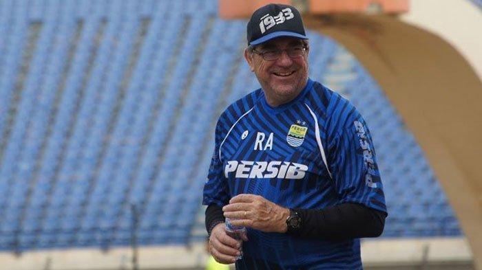 BUKA-BUKAAN Pelatih Persib Bandung Kenapa Sepak Bola di Eropa Bisa Bergulir di Tengah Covid-19
