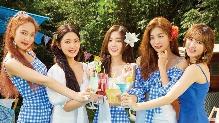 ReVeluv, sebutan penggemar Red Velvet, tentu sudah tak sabar melihat penampilan baru Irene cs pada Agustus mendatang.