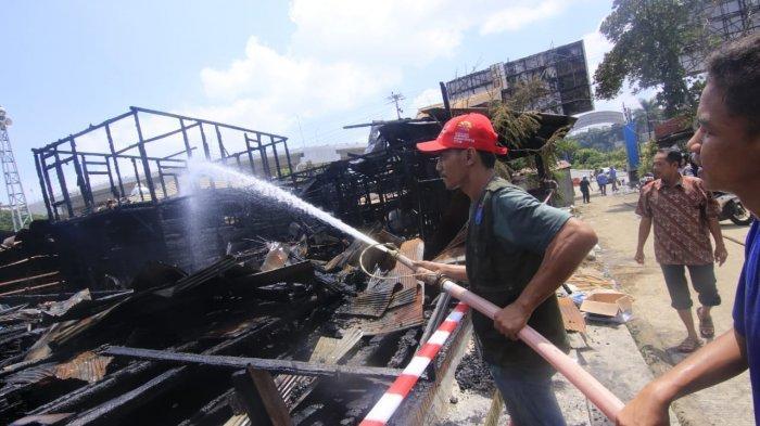 Sugianto Kaget Rumahnya Dilempar Batu, Ternyata Kebakaran dan Sempat Selamatkan Mobil dan Motor