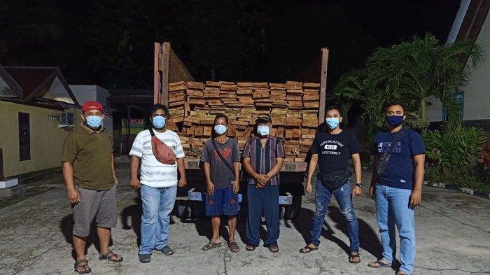 Ilegal Logging di Berau, 2 Pria Paruh Baya di Sambaliung Ditangkap Polisi, Mobil dan Kayu Diamankan