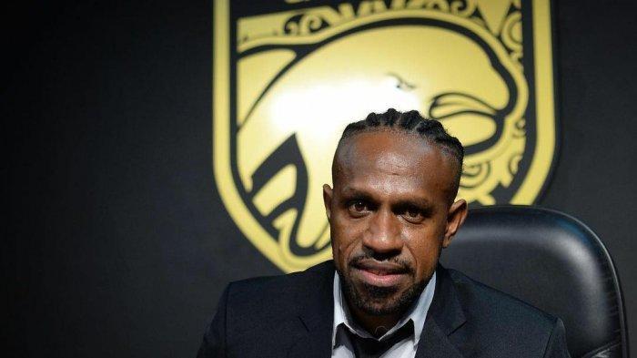 Boaz Solossa Beberkan Alasan Mau Gabung dan Tanda Tangani Kontrak dengan Borneo FC