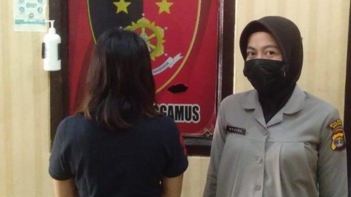 Revta Sa Fallas (kiri) diamankan Polres Tanggamus karena diduga mencuri aset milik mertuanya.