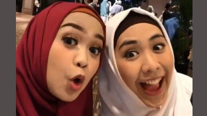 Beredar Foto Jadul Oki Setiana Dewi dan Ria Ricis Sebelum Terkenal