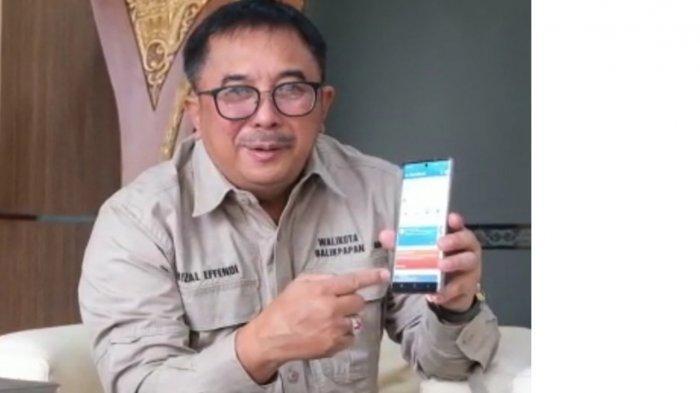 Walikota Balikpapan Rizal Effendi telah mengaploud layanan PLN Mobile.