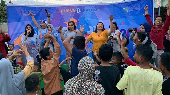 Karaoke Roadshow Dangdut Ria Pupuk Kaltim Hadir di Loktuan, Warga Antusias Saksikan Acara