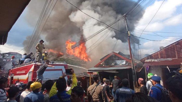 BREAKING NEWS Kebakaran Rumah di Jalan Sultan Hasanuddin Baru Ulu Balikpapan
