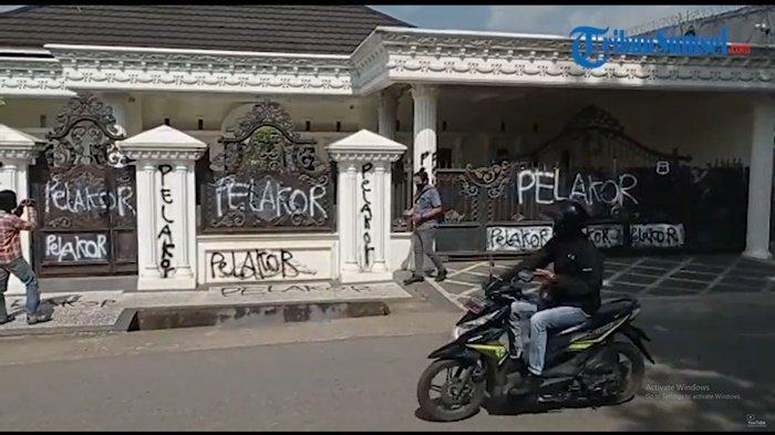 Rumah Mewah Dicoret-coret Tulisan Pelakor Jadi Viral, Ketua RW: Pernah Terjadi Keributan