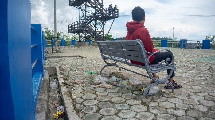 Saat Menikmati Hamparan Kota Sangatta dari Taman Bukit Pandang Indah, Pengunjung Keluhkan Sampah