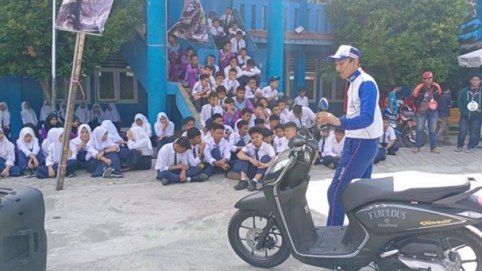 Tim Safety Riding Astra Motor Goes To School di Bontang Ajari Siswa Mengendara Secara Aman