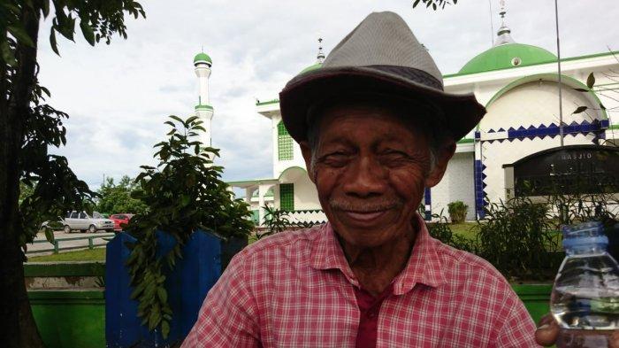 Kisah Kakek Usia 86 Tahun, Jualan Koran di Samarinda Pakai Sepeda Onthel, Jago Bernyanyi Lagu Jepang