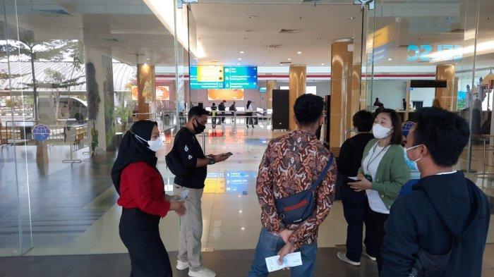 Suasana Bandara APT Pranoto Samarinda Saat PPKM, Hasil GeNose tak Berlaku