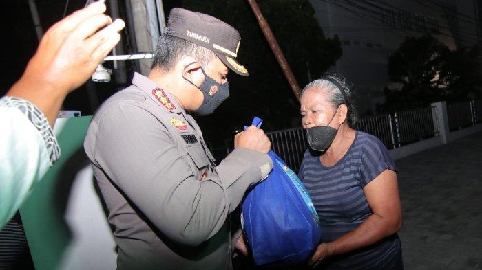 Polresta Balikpapan Gelar Operasi Gabungan, Penertiban Dibarengi Pembagian Sembako