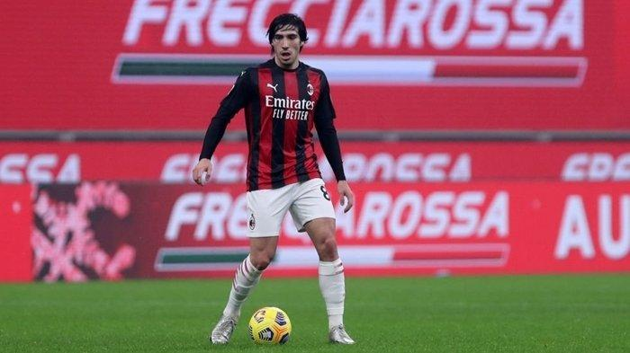 Sandro Tonali - AC Milan Korbankan Pemain Mudanya Demi Titisan Andrea Pirlo, Maldini Butuh Bukti
