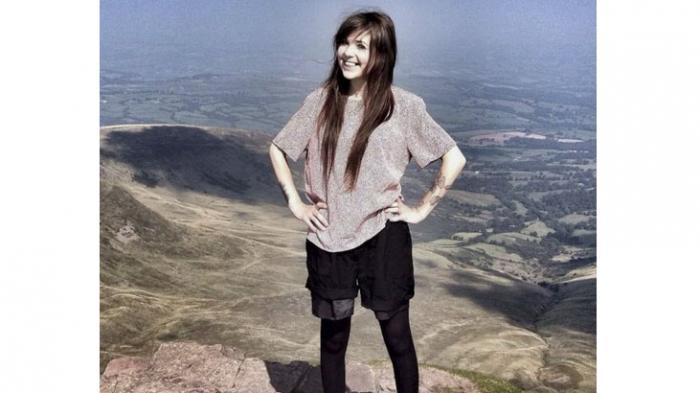 Ingin Tampil Keren Dengan Pakaian Kekinian Di Atas Gunung Wanita Ini Malah Terserang Hipotermia Tribun Kaltim