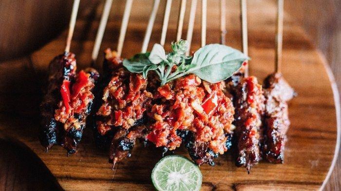 Bukan Hanya Ayam Betutu, Ini Rekomendasi Kuliner Malam di Bali, Nikmatnya Sate Plecing Arjuna