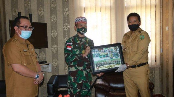 Pamitan Setelah 12 Bulan Jaga Perbatasan, Bupati Mahulu Apresiasi Yonif Raider 303/SSM