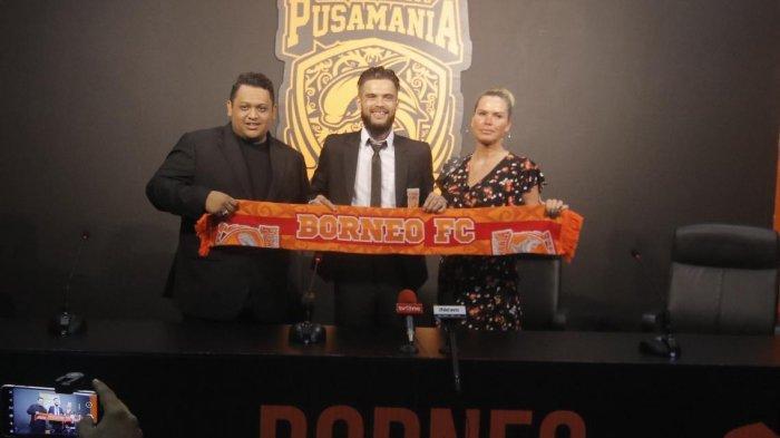 Pandemi Covid-19, Kapten Borneo FC Diego Michiels Manfaatkan Waktu Luang Main Playstation