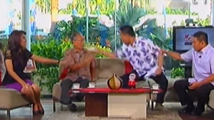 Ditangkap Densus 88, Video Munarman Siram Pengamat di TV One Viral Lagi, Eks Sekum FPI Tak Menyesal